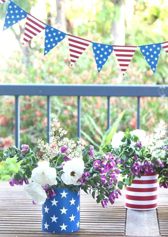 Make beautiful July 4th decorations (for Labor Day too) in minutes for free, perfect as July 4th party decor, centerpieces, table or mantle decoration : Make beautiful July 4th decorations (for Labor Day too) in minutes for free, perfect as July 4th party decor, centerpieces, table or mantle decorations! #patriotic #decor #4thofjuly #upcycle #upcycling #centerpieces #party #partydecor #apieceofrainbow  #diy #homedecor #homedecorideas #diyhomedecor #papercraft #printable #backyard #summer #crafts #labordaycraftsforkids