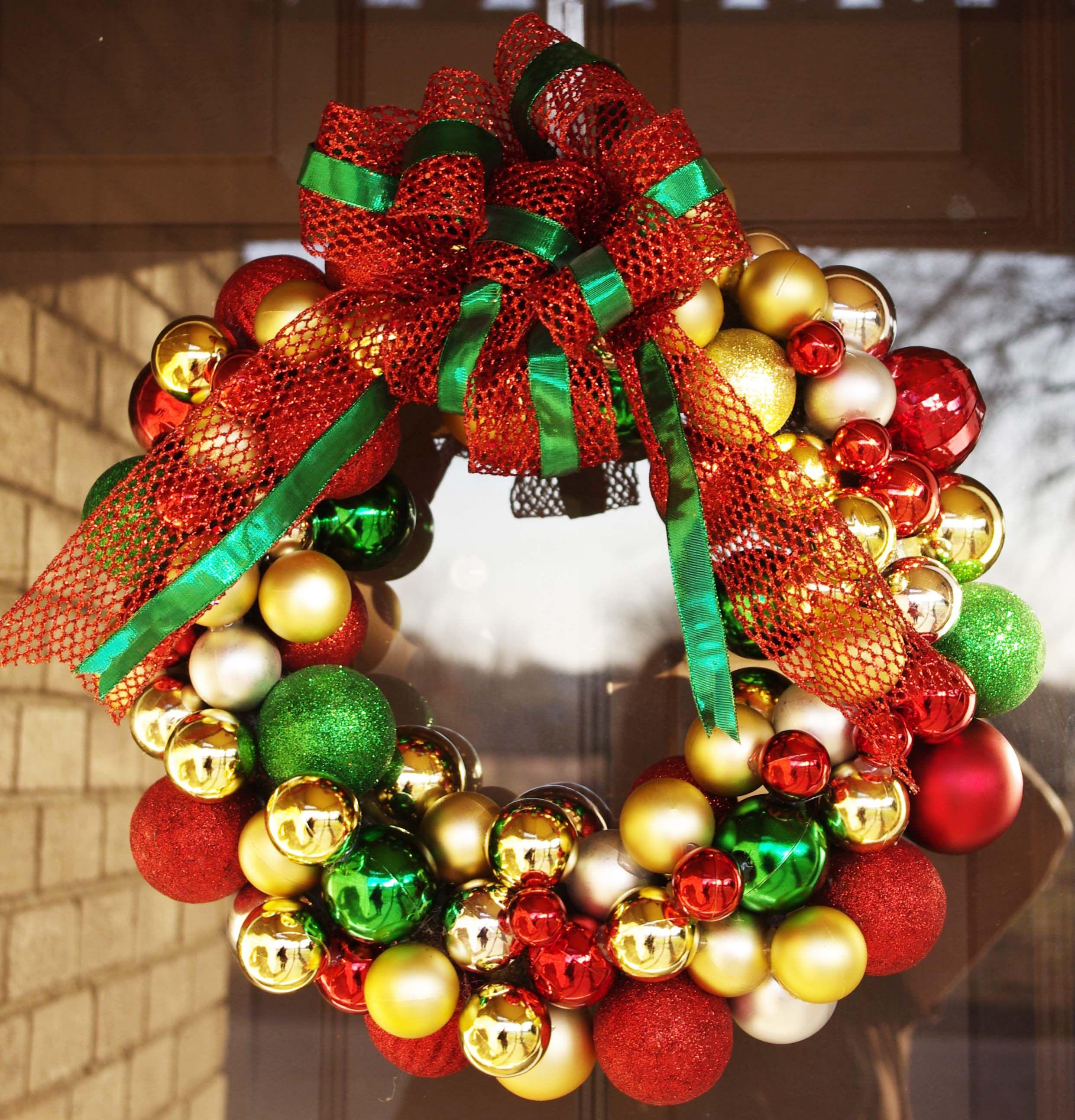 Christmas ball wreath   Holiday crafts, Christmas crafts, Shabby christmas