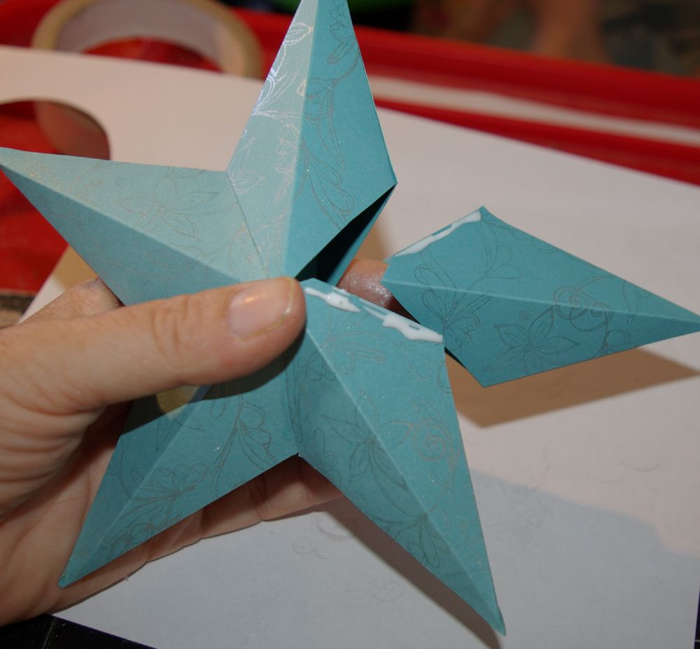 Easy to make 3d paper star ornament paper stars for How to make 3d paper stars easy