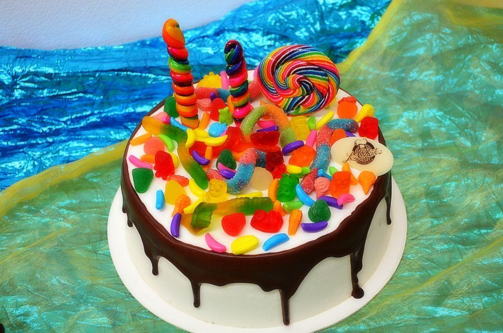 Pastel de chocoqueso con dulces