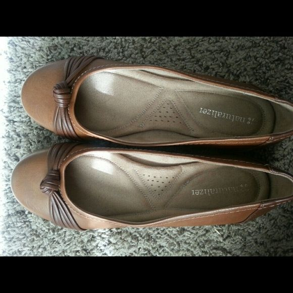 Cute flats Comfortable flats worn once. Great condition Naturalizer Shoes Flats & Loafers