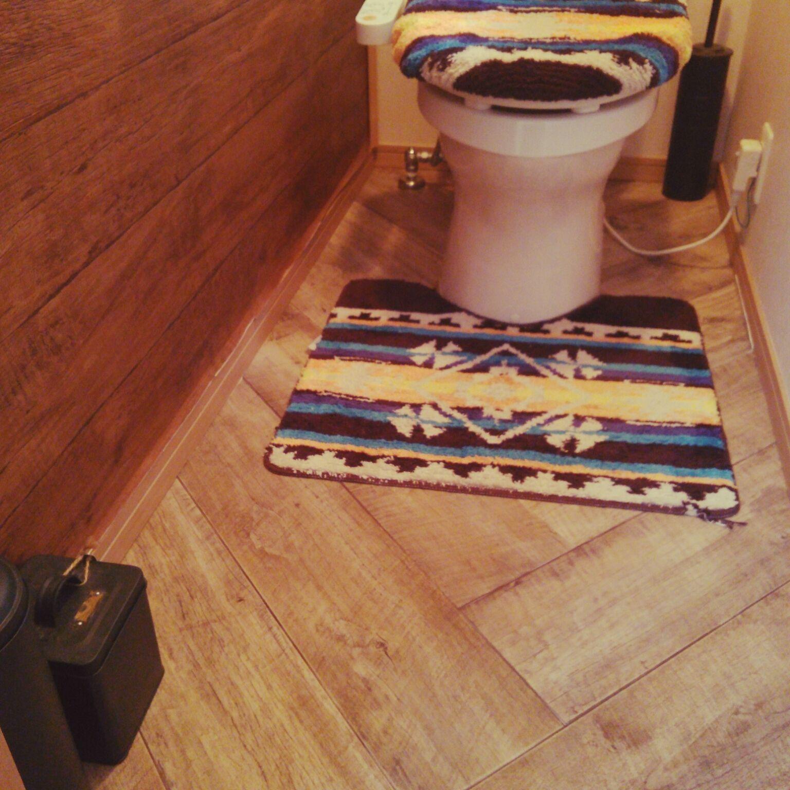 トイレの内装は、家の中でも特に大事なポイント。家族はもちろん来客も使う可能性があるので、いつでも清潔におしゃれな空間を保ちたいですよね。トイレの内装を変えるときに参考になる素敵な事例を集めました。おしゃれなトイレ空間作りを楽しみましょう!