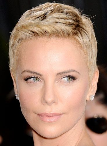 charlize theron charlize theron en 2019 coiffures. Black Bedroom Furniture Sets. Home Design Ideas