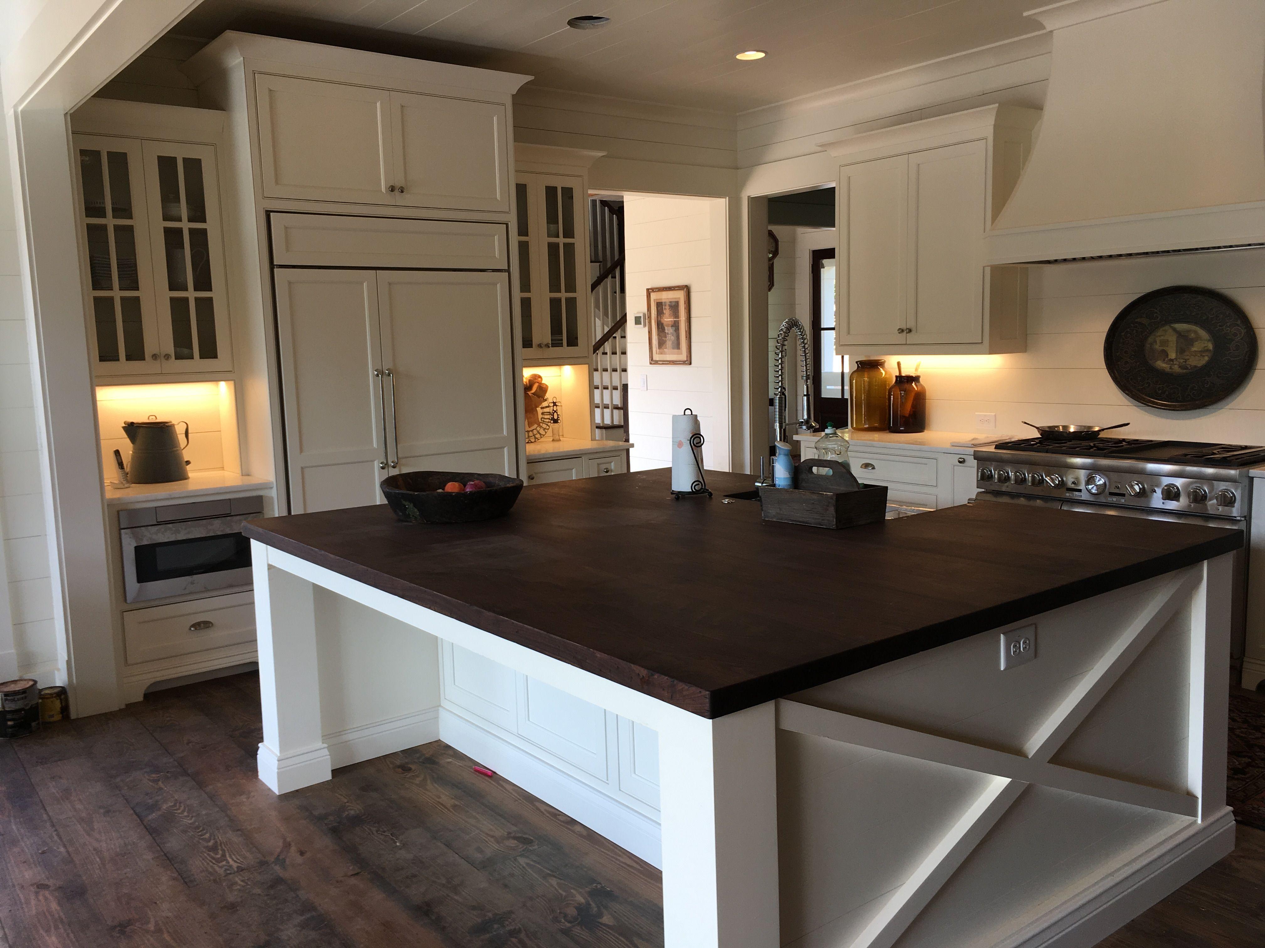 Best A New Farmhouse Kitchen In Sherwin Williams Dover White 640 x 480