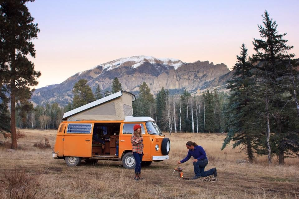 vivre dans un van en couple la vie alternative de rachel et james vanlife pinterest. Black Bedroom Furniture Sets. Home Design Ideas