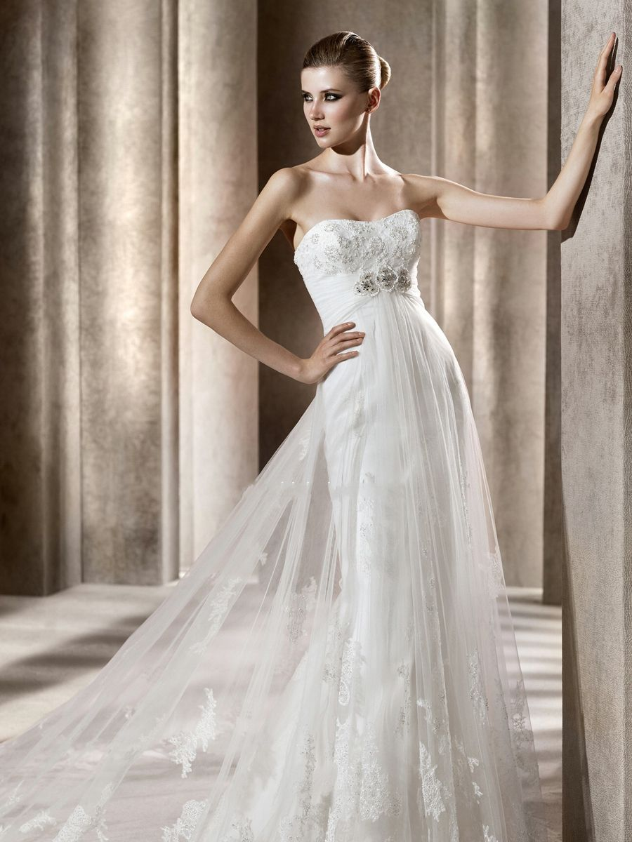 Bering style full length wedding dress with strapless sweetheart
