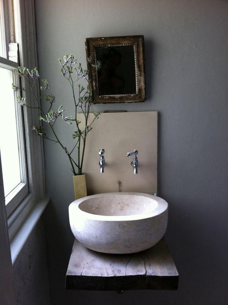 baño rústico con encimera de madera, lavabo de piedra y grifos de - lavabos rusticos