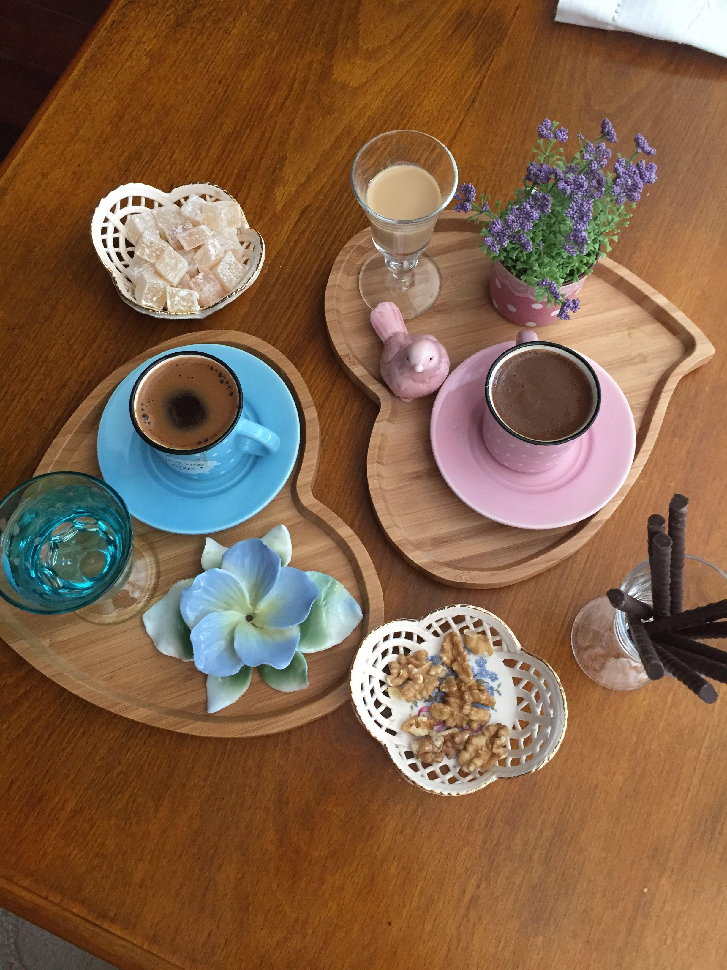 Pin de Umay Nemli Uçar en Kahve Cafe desayuno, Taza de