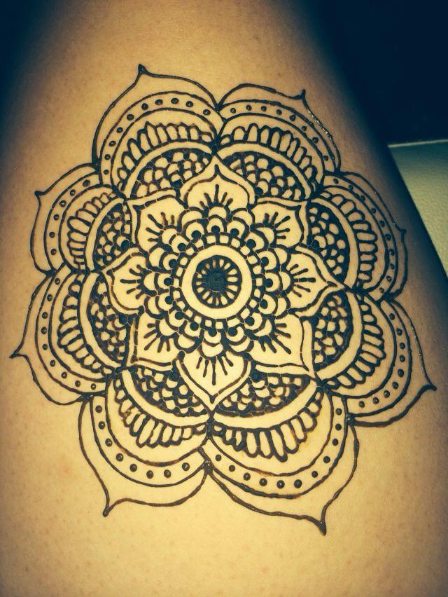 Simple Mehndi Mandala : Henna mandala flower on thigh pinterest