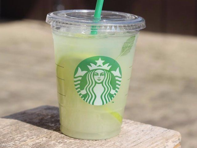 Create 10 Starbucks Drinks for a Fraction of the Price With These Recipes #healthystarbucksdrinks