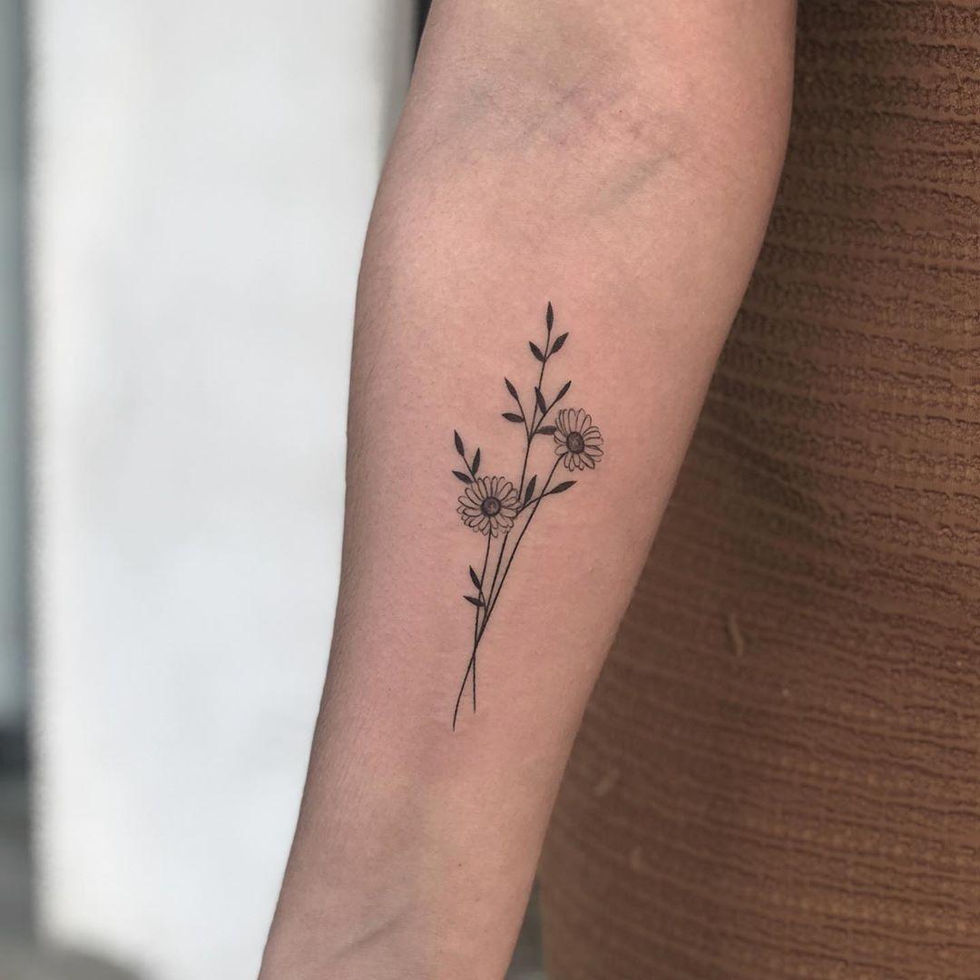 Tatuagem De Ramo De Flores Daisy Tattoo Designs Pair Tattoos Inside Ankle Tattoos
