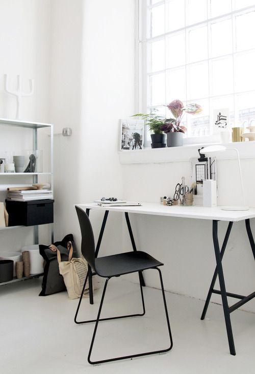 Bureau woonkamer bij het lange raam | Living | Pinterest