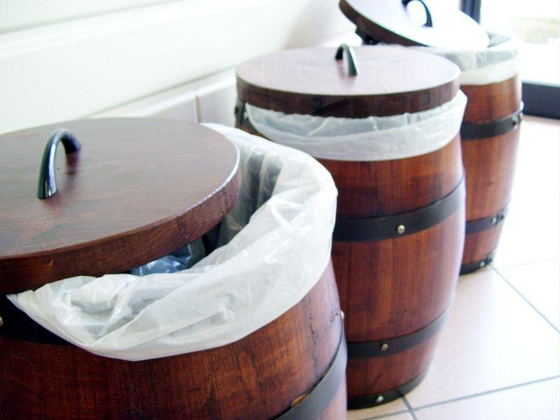 Pattumiere da botti in legno briganti srl arredamento for Botti in legno per arredamento