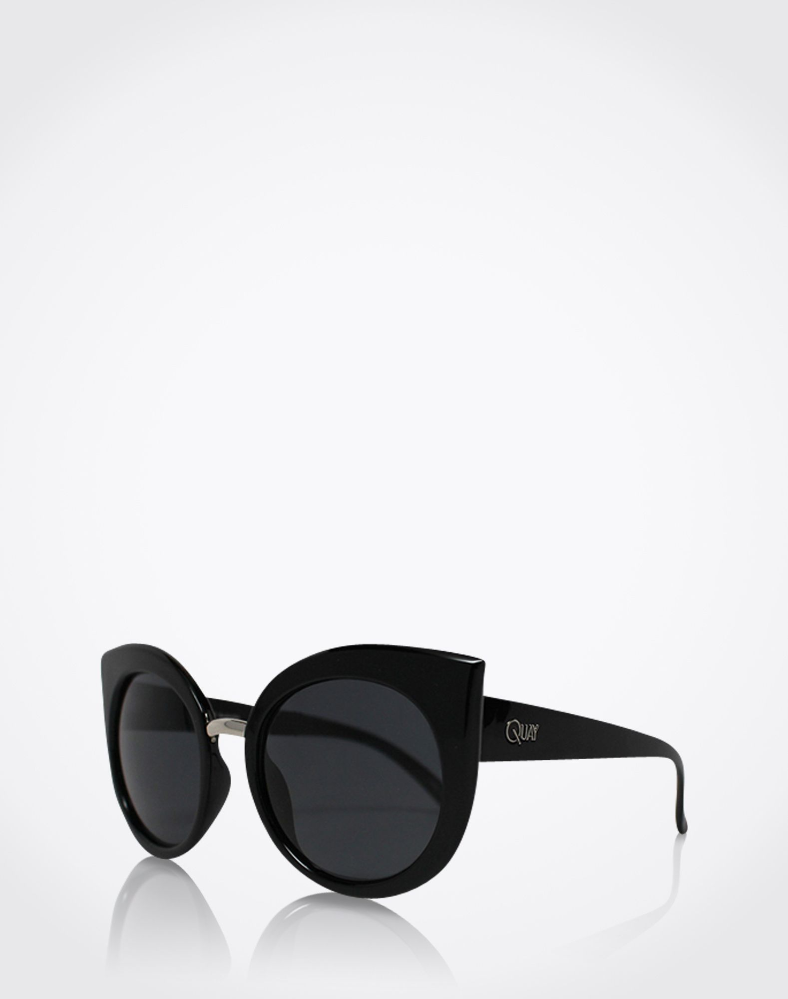 Sunglasses: 'Dreamofme' from Quay. Click on the picture to get the product ♥︎