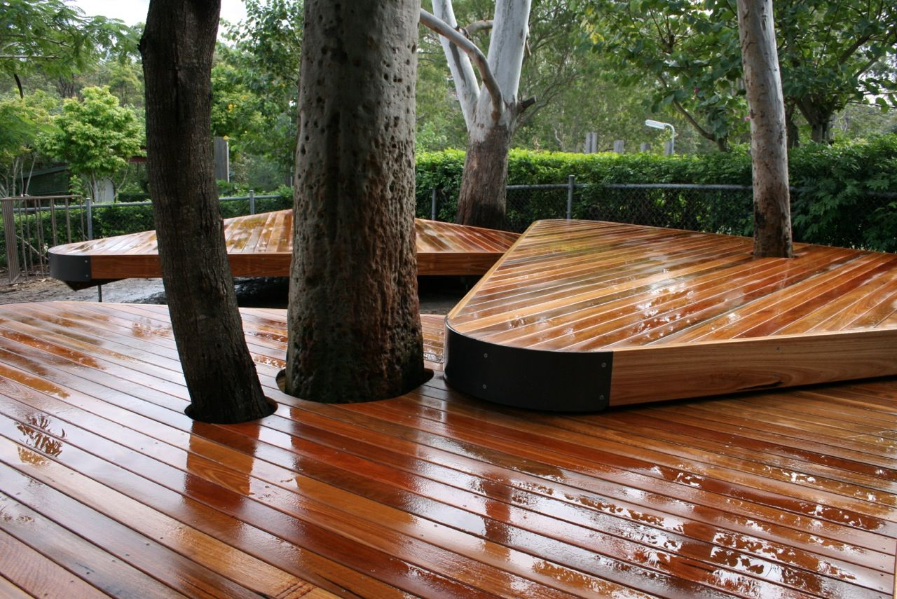 Deck builders gold coast spotted gum decking built around - Decke modern ...