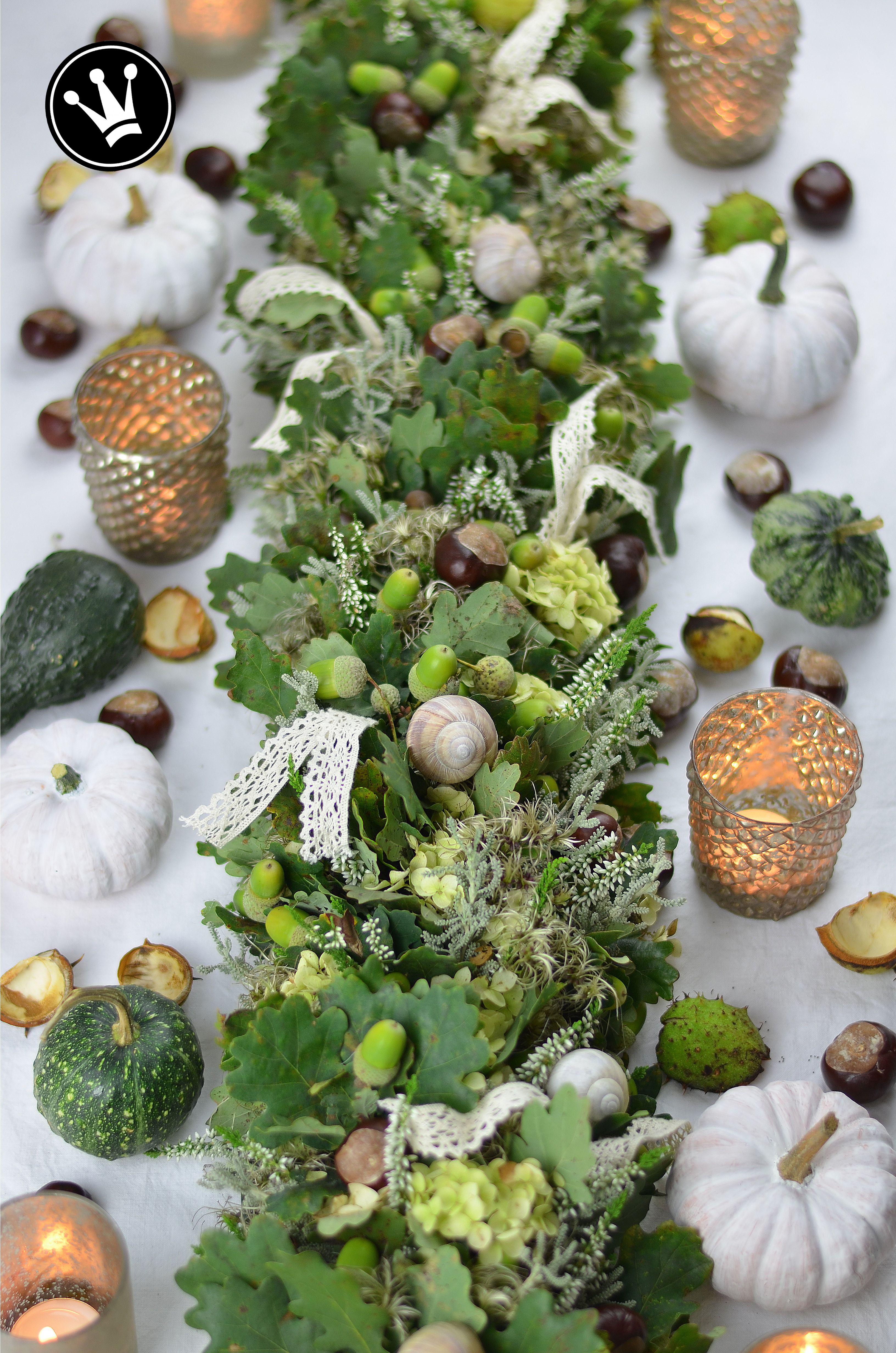 Diy Herbstliche Tischgirlande Aus Wunderschonem Naturmaterial Tolle Tischdeko Aus Eichenlaub Getrockneten Hortensienbluten C Deko Basteln Tischgirlande Deko