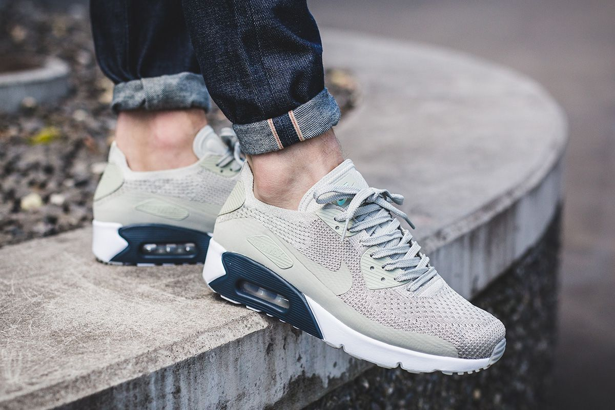 On Foot Nike Air Max 90 Ultra 2 0 Flyknit Pale Grey Armory Navy Nike Air Max Nike Air Max 90 Sneaker Magazine