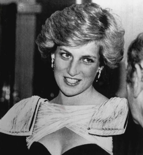 April 30 1987 Diana attends a dinner with British and American Cancer Surgeons at the Grosvenor House Hotel, Park Lane, London W1