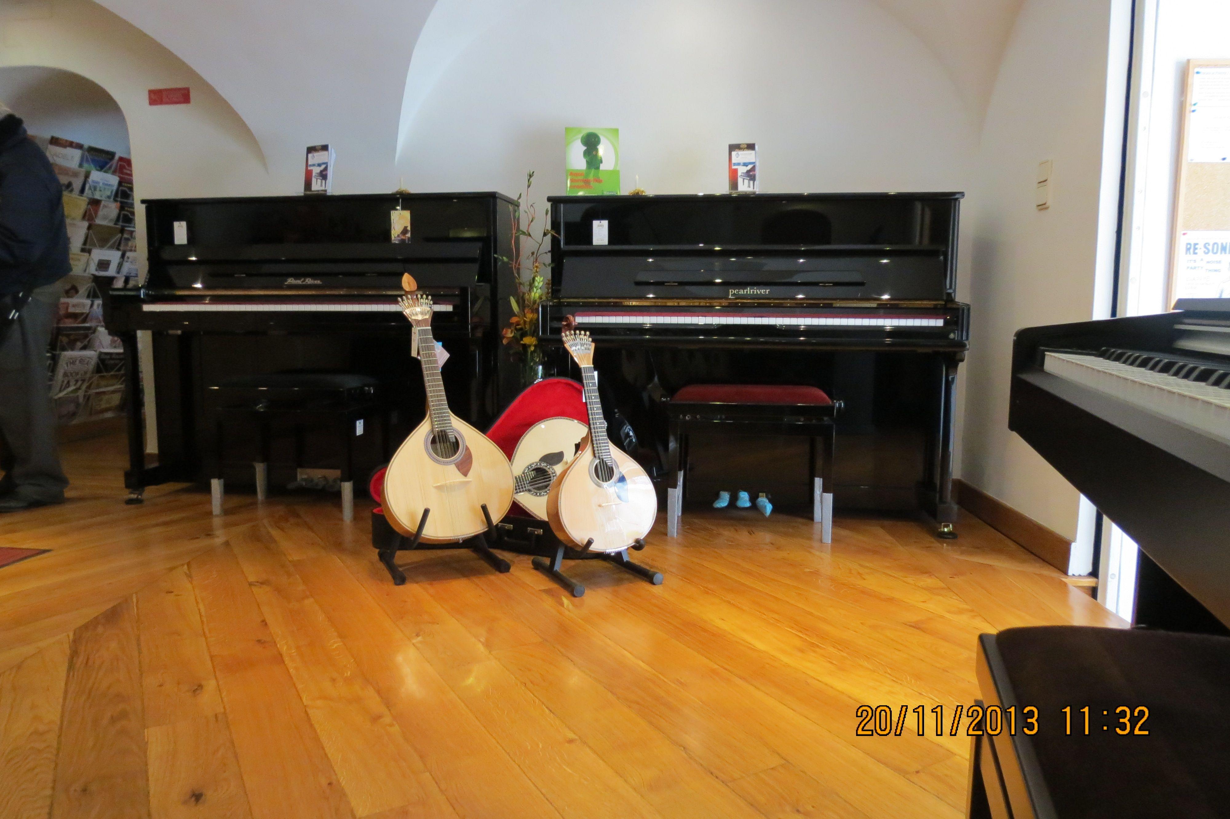 Bom dia e votos de uma excelente semana! Está a entrar nos últimos dias a campanha de descontos de 15% em todos os pianos da marca Pearl River! Venha ao Salão Musical de Lisboa fazer a sua escolha!