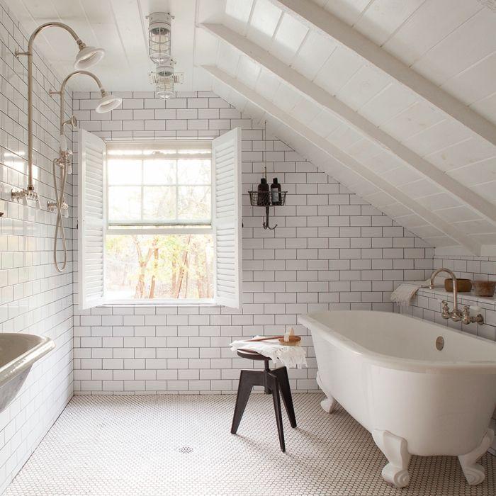 Duchas de obra ba o todo blanco pared con baldosas for Ducha de techo
