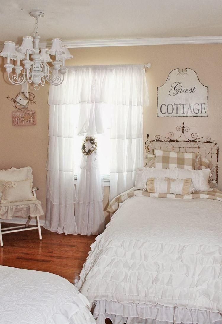 shaby chic schlafzimmer mit deko und textilien mit r schen. Black Bedroom Furniture Sets. Home Design Ideas