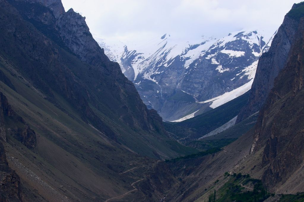 Gilgit Hunza road trip recommendations based on trip under taken in June 2015 with family of 7 using the Pindi Besham Gilgit route to Karimabad, Hunza