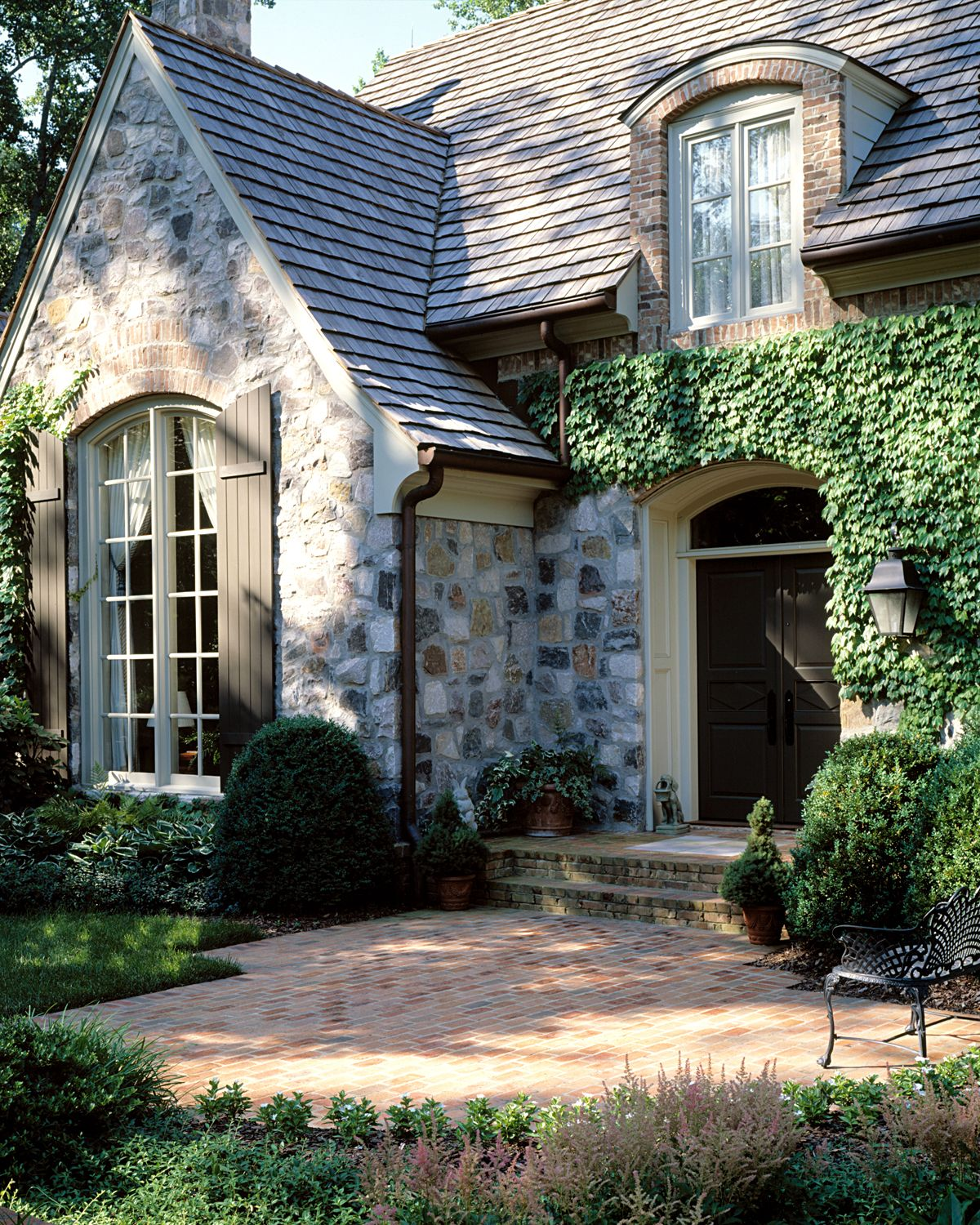 Noteworthy Details: Entrances That Greet Guests In Style