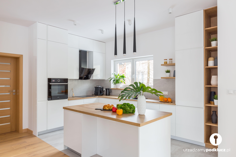 Biala Kuchnia Z Wyspa Home Decor Interior Room Decor