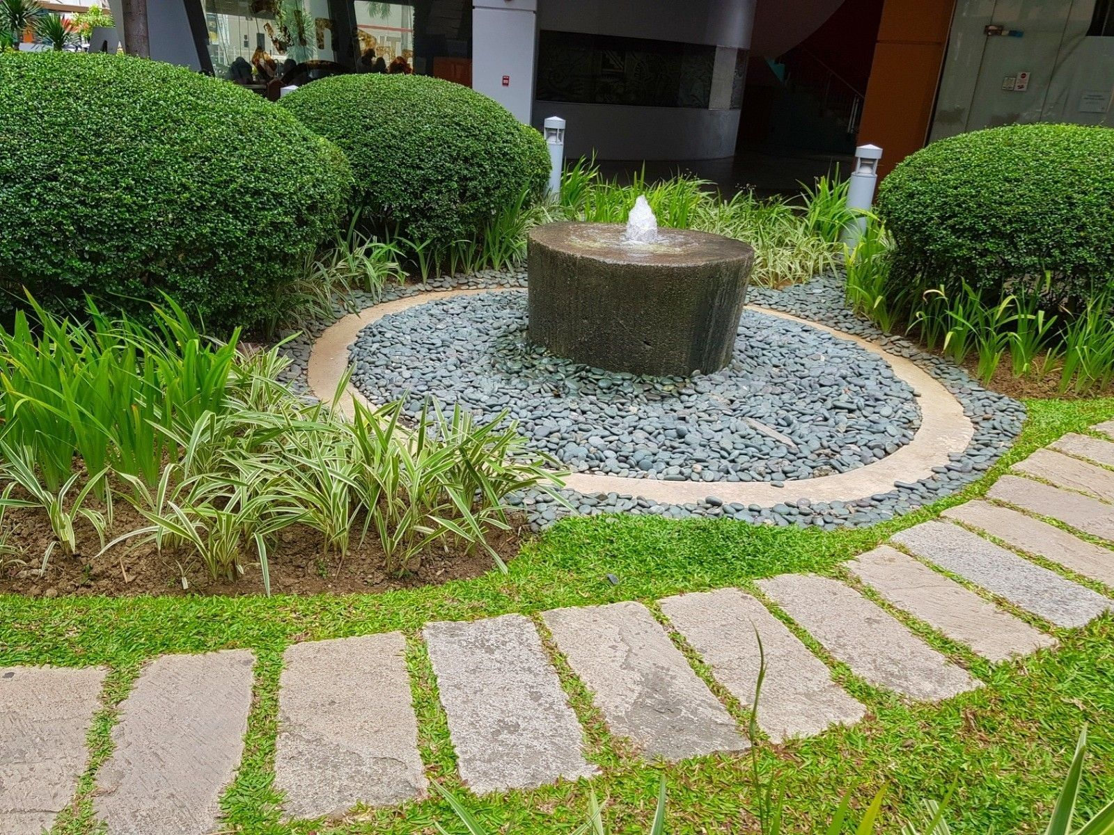 Small Front Yard Topiary Garden And Fountain Idea For Landscaping