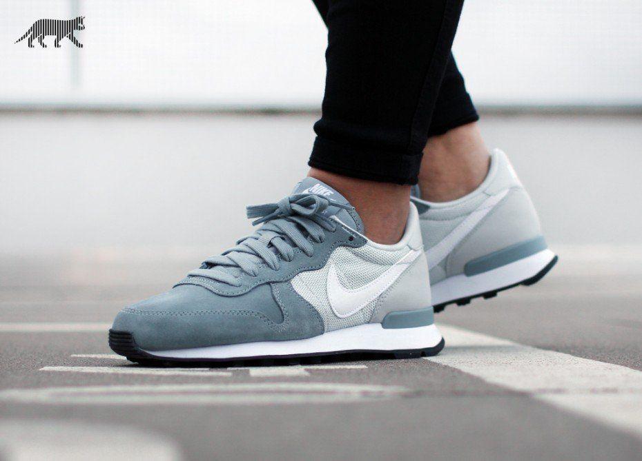 low cost fe45f 91653 Nike wmns Internationalist (Dove Grey   White - Pure Platinum - Black)