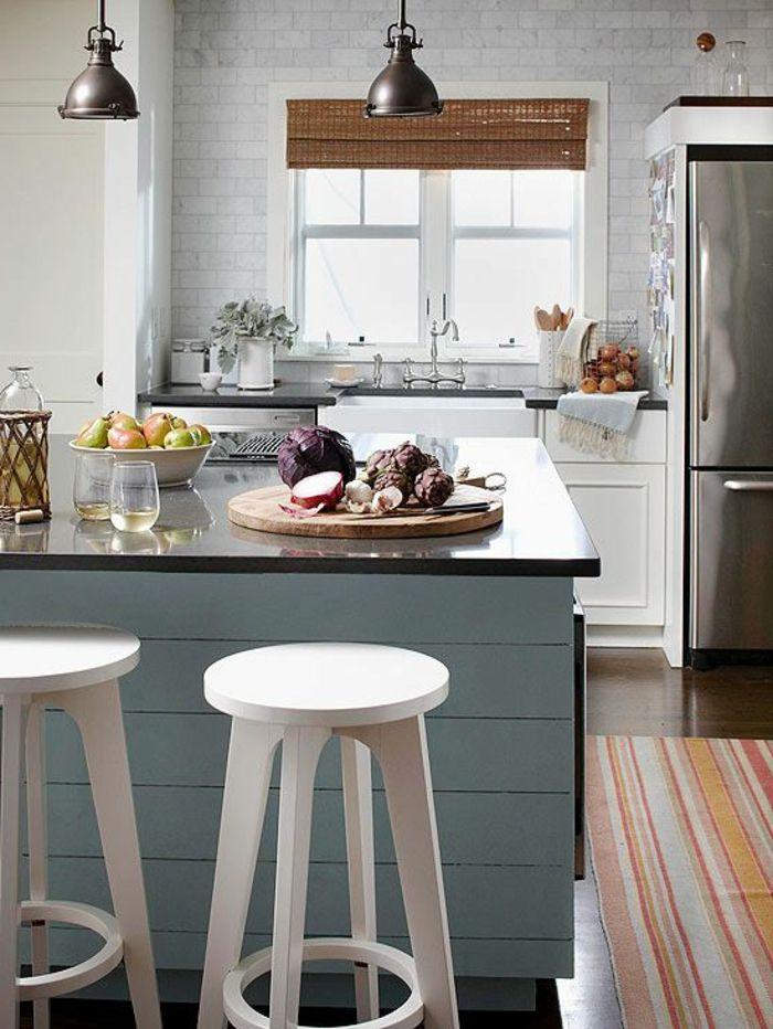 küchengestaltung kleine küche akzentwand raffrollo teppichläufer - kleine l küche