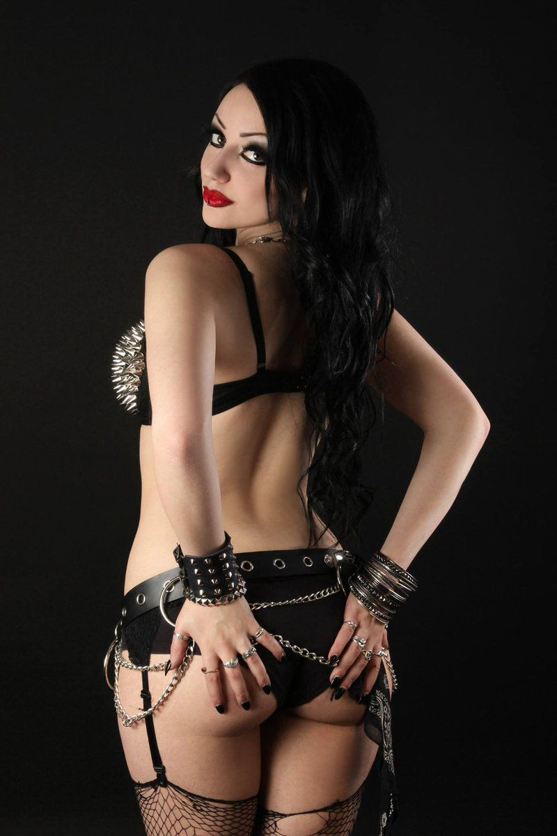 from Alvin gothic hot girls nackt