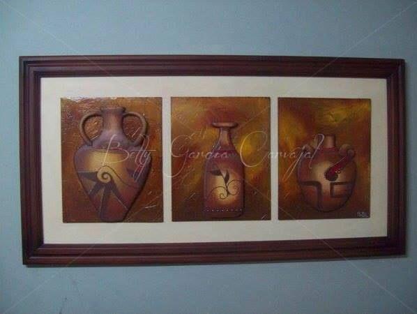 """""""vasijas"""" talla en madera."""