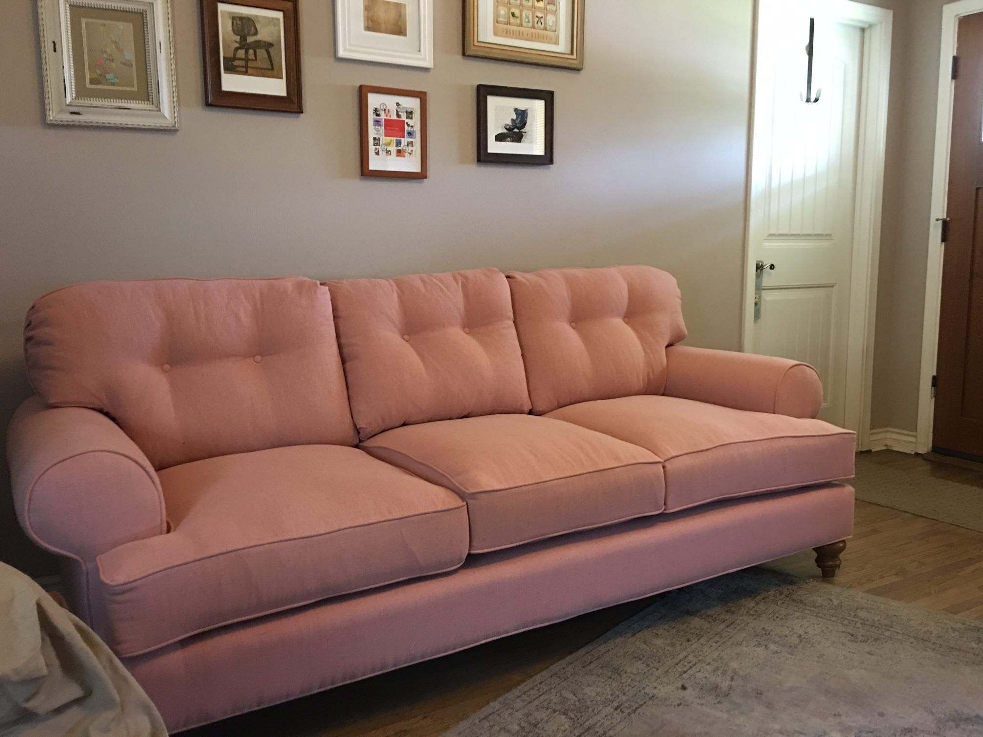 Bentley Rolled Arm Custom Sofa In Traditional Furniture Collection At The Sofa Company Http Www Thesofaco Com Custom Furn Traditional Sofa Sofa Company Sofa