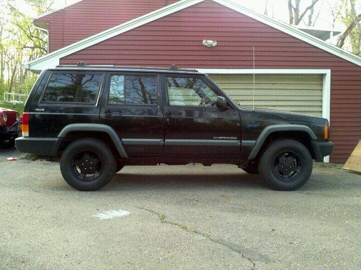 Black Dog 1998 Jeep Cherokee Xj Sporting Plasti Coted Canyon Wheels