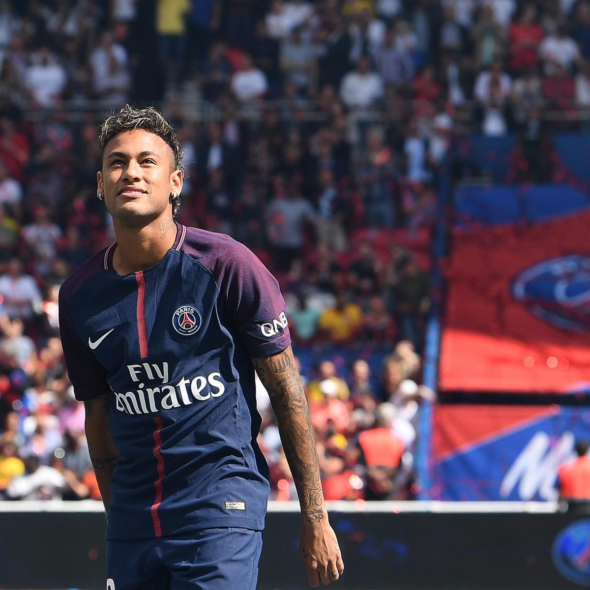 Neymar Watches as PSG Cruise Past Amiens in Ligue 1 Opener