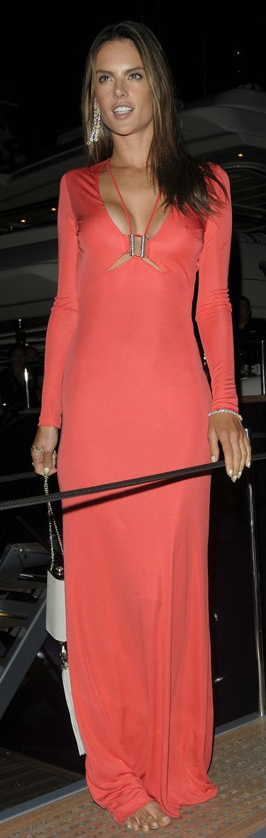 Alessandra Ambrósio na festa de Roberto Cavalli em Cannes 21/05