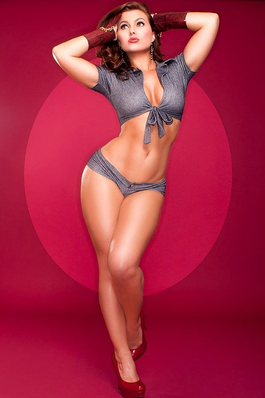 This a modern pinup but really shows how a pose can accentuate the curves 125907d77