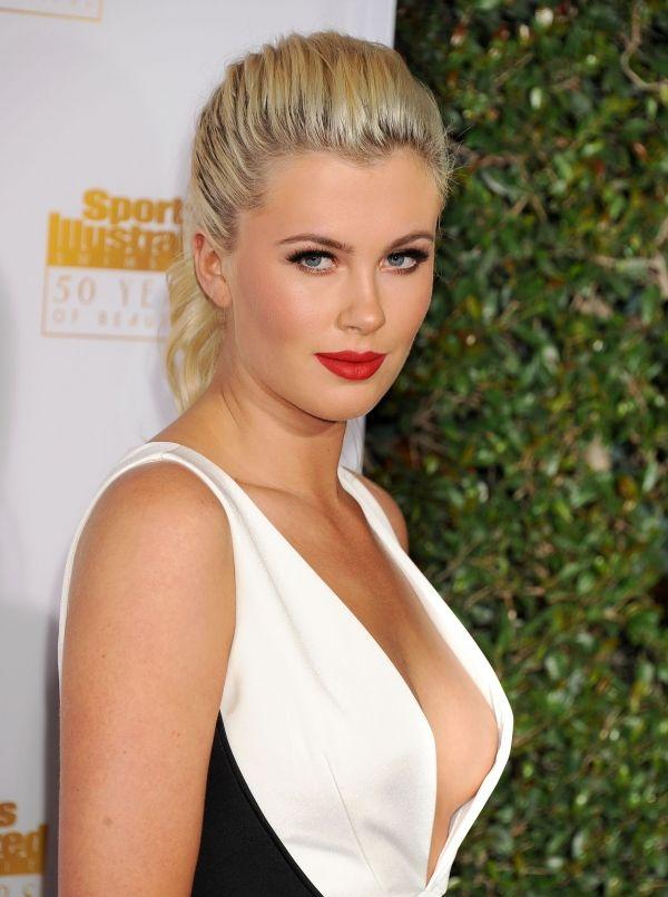 The 20 Hottest Celebrity Moms - menshealth.com