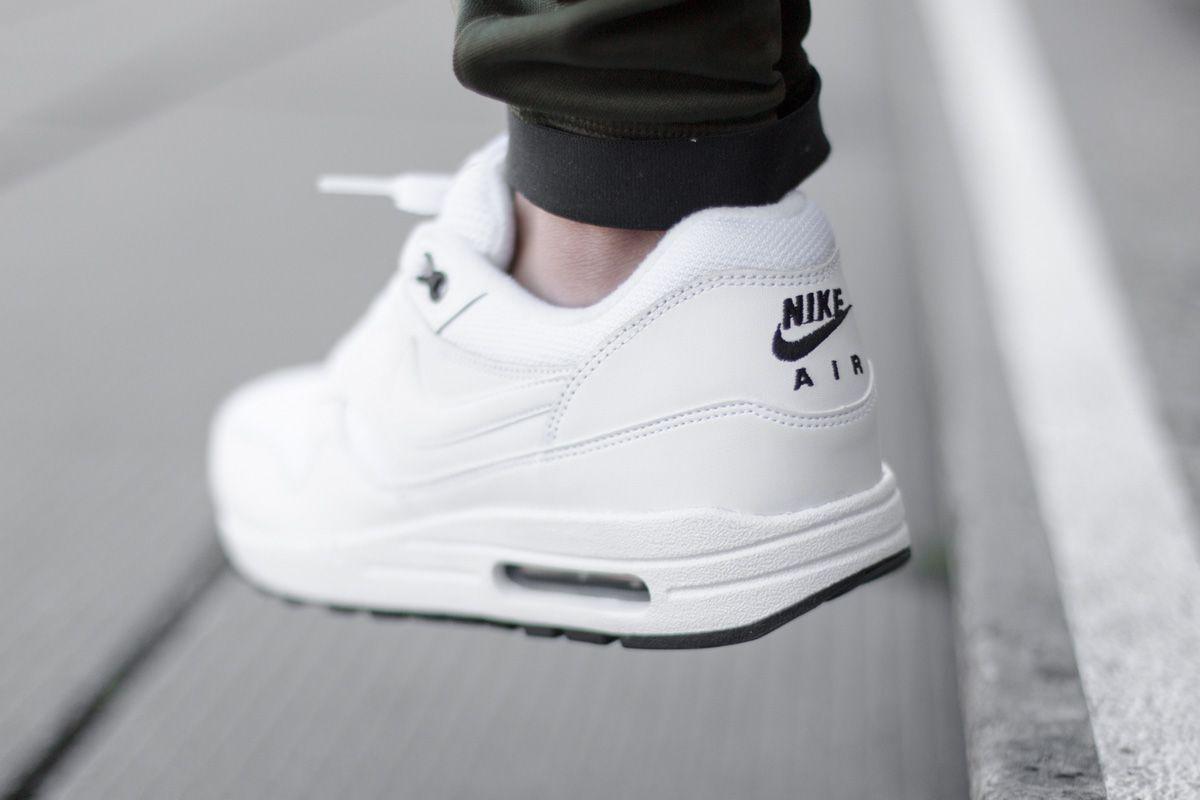 collections bon marché propre et classique Air Max 1 Des Femmes De Nikes Noir Et Blanc visite de dégagement RvtDe3