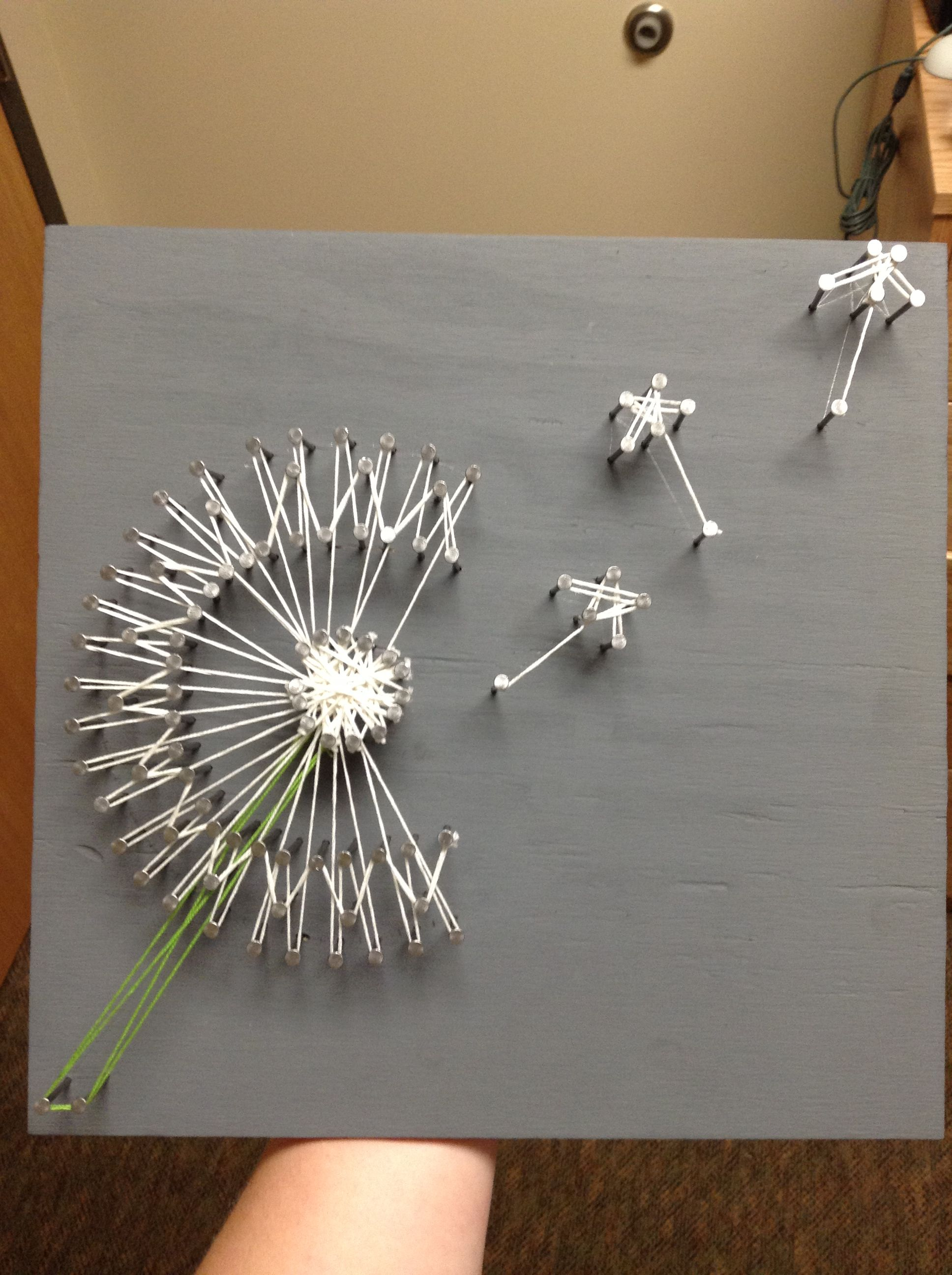The dandelion string art i did projecten om te proberen