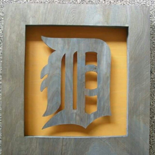 Detroit Tigers piece, i donated this to an employee Christmas party. Roughly 1'x1' #woodworking #art #detroit #tigers #wallart