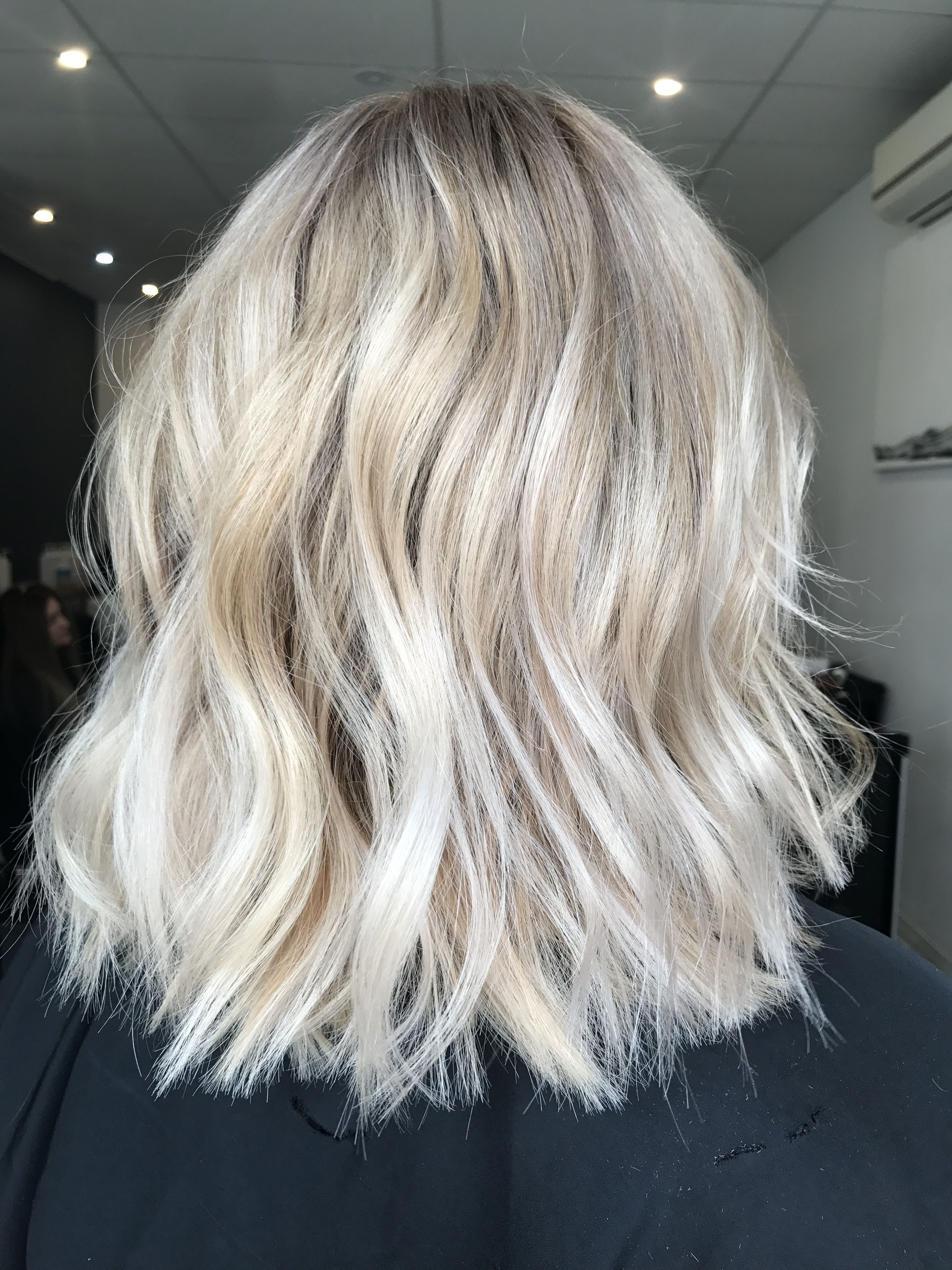Blonde balayage, long hair, cool girl hair ✌️  Lived in hair colour Blonde b...,  #Balayage #balayagehairgolden #Blonde #Colour #Cool #Girl #Hair #Lived #Long
