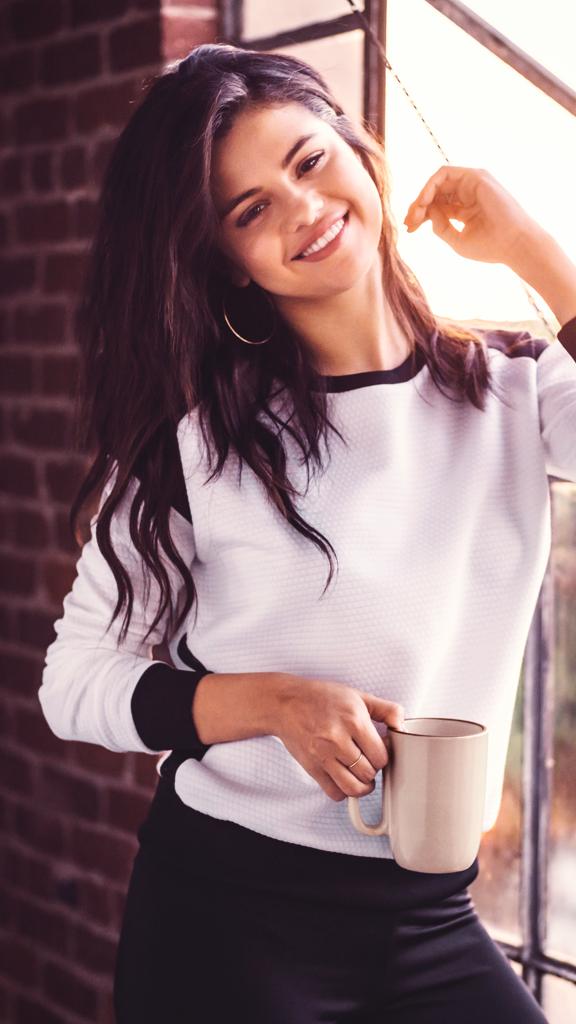 Selena Gomez Lockscreen Tumblr Selena Gomez Photoshoot Selena Gomez Daily Selena Gomez Adidas