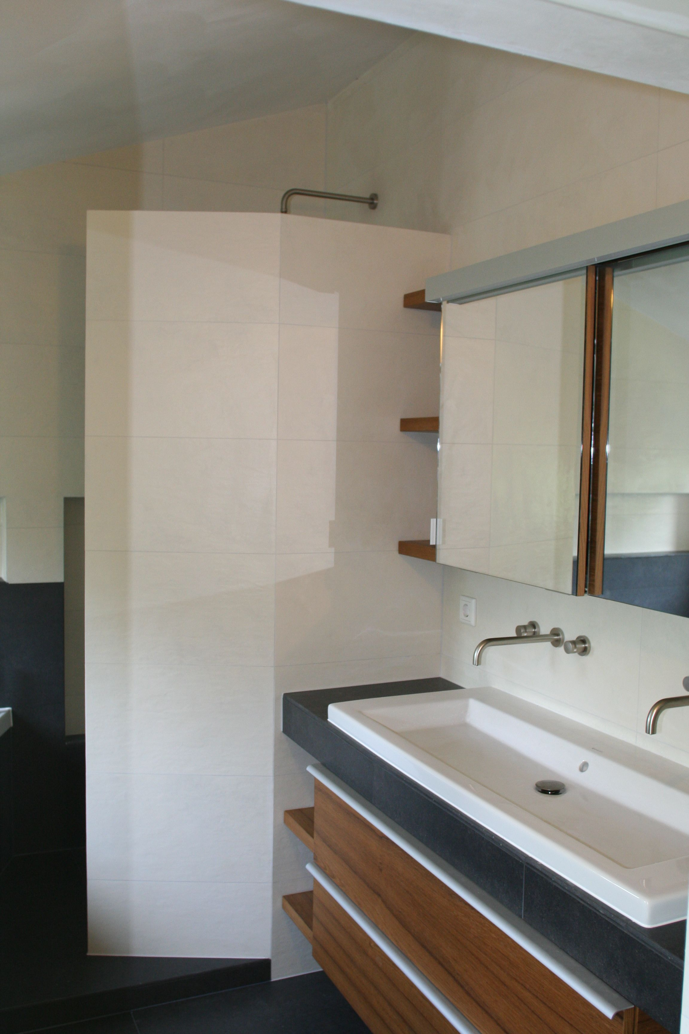 Moderne badkamer met inloopdouche. Badkamer ideeën / Bathroom ideas ...