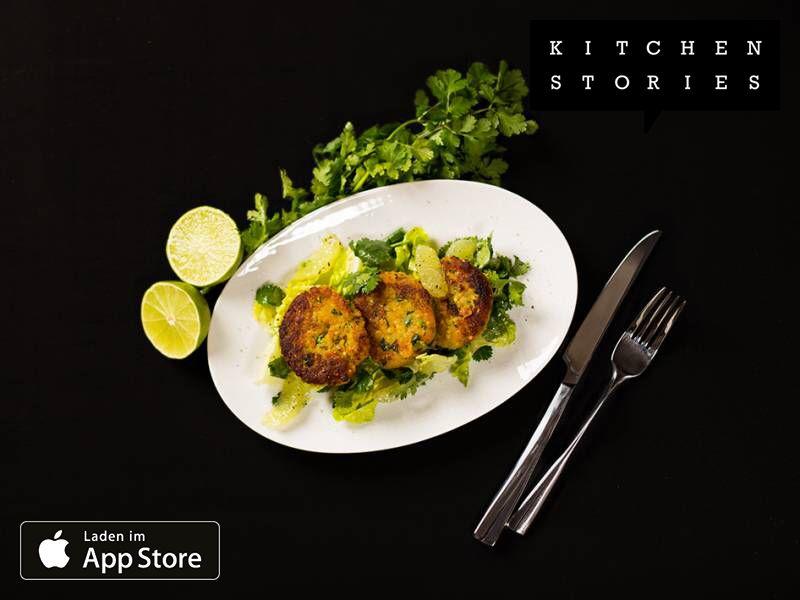 Ich koche Linsen-Bratlinge mit Koriander-Limetten-Salat mit Kitchen Stories. Einfach köstlich! Hol dir jetzt das Rezept: https://kitchenstories.io/recipe/linsen-bratlinge-mit-koriander-limetten-salat