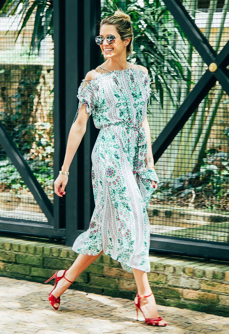 f71d9c5dacc8 Blogger Helena Bordon shines in our spring florals. Green Garden, Garden  Party Dresses,
