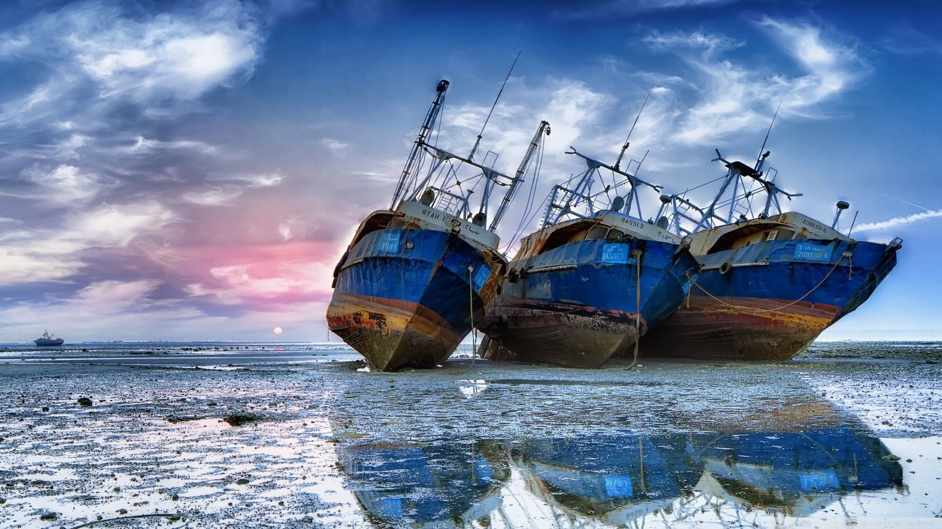 Pin By Nettie Wooster On Pictures For Videos With Images Beach Wallpaper Salt Water Fishing Boat