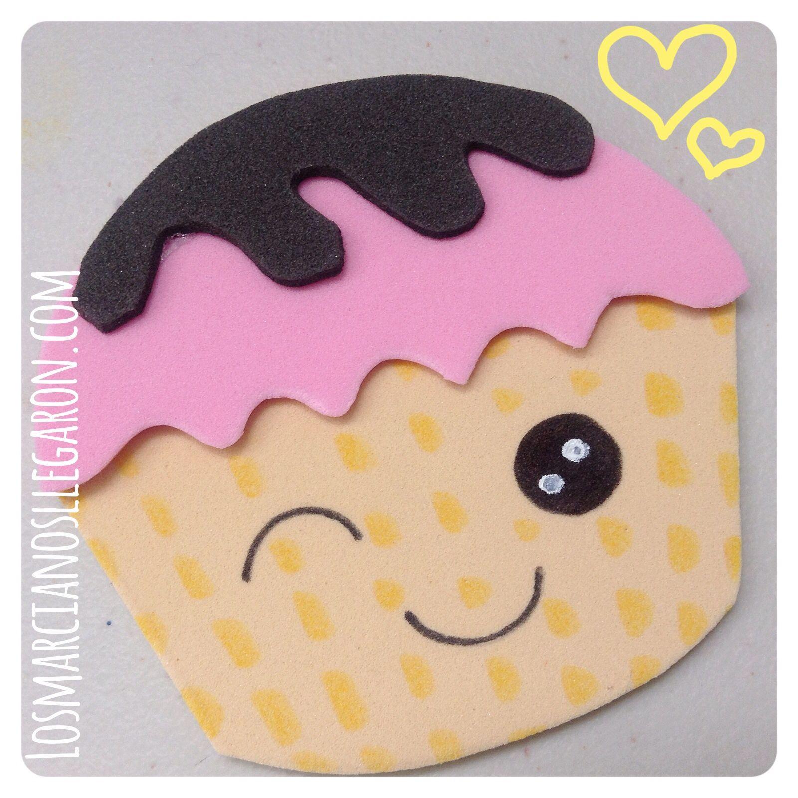 """Algun@ de ustedes se ha dejado fascinar por el nuevo arte de decoración de Cupcakes? Yo veo con asombro las """"obras de arte"""" que realizan muchos pasteleros, y que han permeado hacia otra…"""