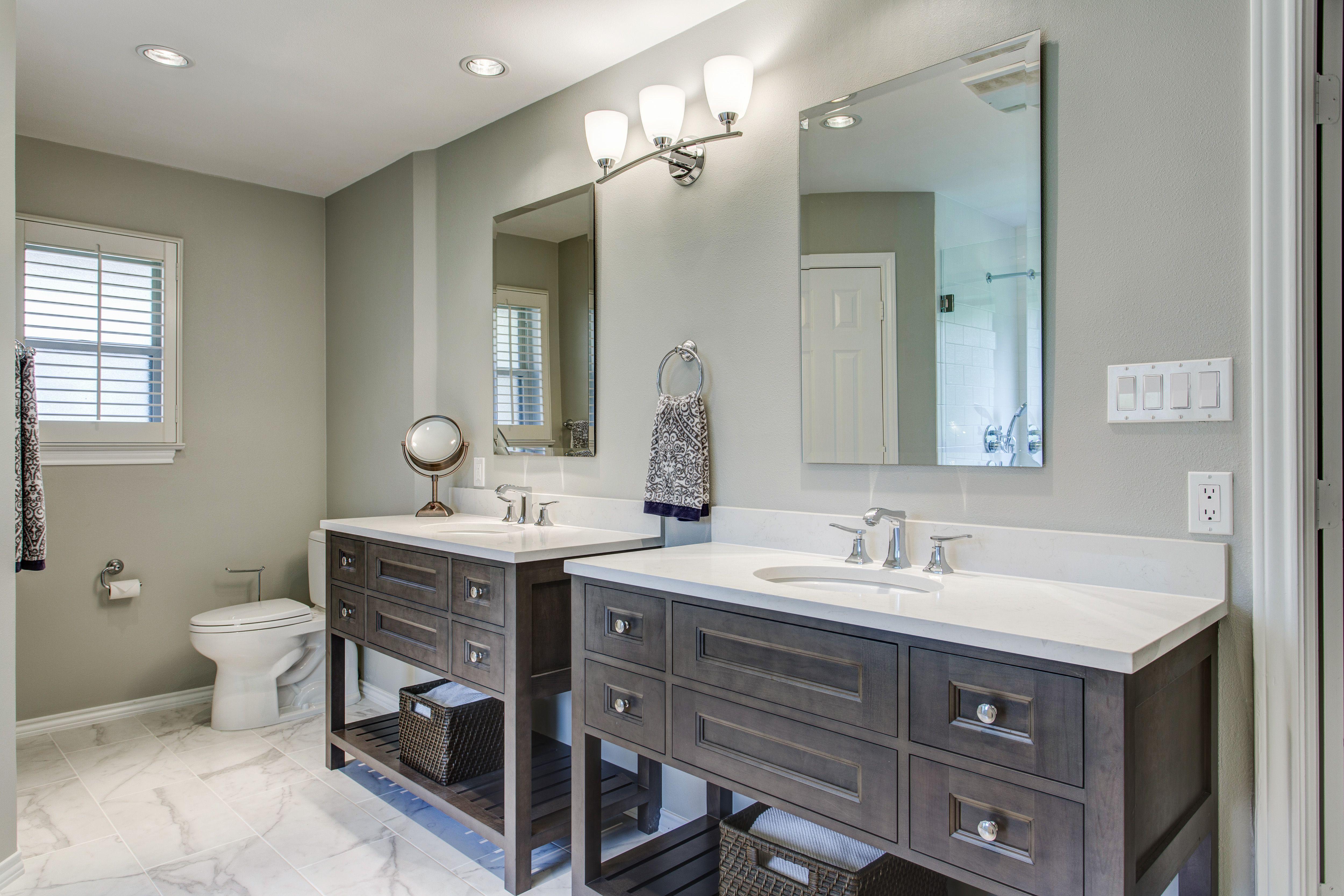 wwwoods shiloh cabinets, aspen maple silas w/ graphite highlight